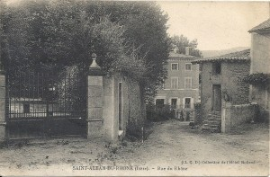 saint_alban_du_rhone_un_coin_du_village-24552